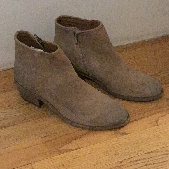 Frye Shoes - Frye Carson Piping Bootie size 9 78256 Beige